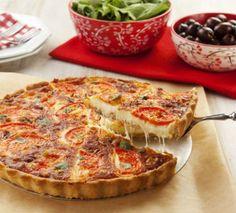 Receita de Torta de Pizza - 1 1/2 colher (chá) de sal (3g), 3 1/3 xícaras (chá) de farinha de trigo (400 g), 3 colheres (sopa) de leite (35 g), 1 ovo (55 g)...