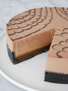 Mjölkchokladcheesecake med saltkolasås   Brinken bakar