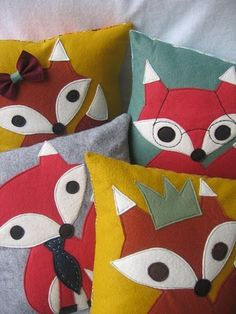 Felt Fox Pillow Cover & Insert via Etsy. Look at all the different foxes! It's a fox family! Fabric Crafts, Sewing Crafts, Sewing Projects, Craft Projects, Fox Crafts, Arts And Crafts, Reno Animal, Kind Und Kegel, Fox Pillow
