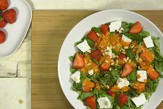Fruchtiger Sommer-Salat mit Ziegenkäse und Ajvar-Dressing Rezept Avocado Dressing, Caprese Salad, Bruschetta, Ethnic Recipes, Food, Salads, Best Summer Salads, Low Calorie Desserts, Essen