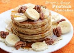 Banana Bread Protein Pancakes: 9 grams of protein and only 89 calories each! www.happybeinghealthy.com #protein #proteinpancakes