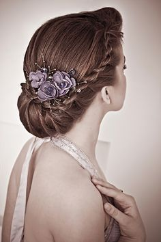 http://static.becomegorgeous.com/img/arts/2013/9/chic-updo-hairstyles-for-bridesmaids/gallery_big_twist_updo_hairstyle_for_bridesmaids.jpg-pin it from carden