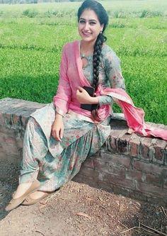 Beautiful Girl Photo, Beautiful Girl Indian, Beautiful Indian Actress, Punjabi Girls, Punjabi Suits, Punjabi Dress, Salwar Suits, Hollywood Actress Photos, Prity Girl