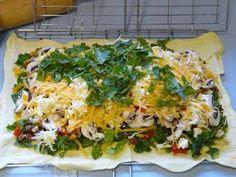 LEKKER RESEPTE VIR DIE JONGERGESLAG: KWAAI BRAAI PIE Braai Recipes, Cooking Recipes, What's Cooking, Healthy Recipes, Braai Pie, South African Recipes, Ethnic Recipes, Vegetarian Pie, Gourmet