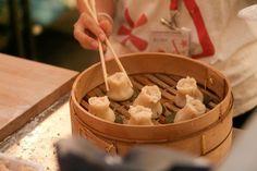 Le 5 ricette cinesi per una cena etnica da fare in casa - www.gustoblog.it Sushi Recipes, Asian Recipes, Cooking Recipes, Oriental, Exotic Food, Breakfast At Tiffanys, Fabulous Foods, China, International Recipes