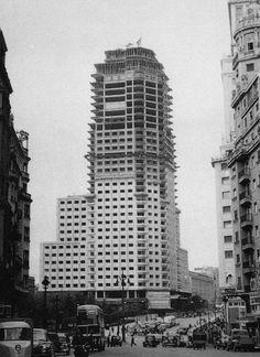 LA TORRE DE MADRID EN CONSTRUCCION - 1956