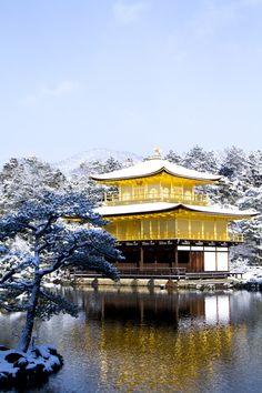 Kinkakuji, Golden Pavilion in the snow, Kyoto, Japan 雪の金閣寺