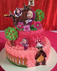 Pra minha princesa lindaaaaa... tinha que ter filmado a reação dela quando viu o bolo 😃😄 Minha Larissa 😍❤ #bolomarshaeourso Bear Birthday, 3rd Birthday, Beautiful Birthday Cakes, Masha And The Bear, Bear Party, Ideas Para Fiestas, 6th Birthday Parties, Bear Cakes, Holiday Themes