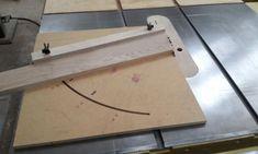 테이블쏘와 놀기 - 4. 없으면 아쉬운 테이블쏘를 위한 지그와 악세사리 10가지 : 네이버 블로그 Wood Carving, Diy And Crafts, Hand Crafts, Home Decor, Tips, Wood, Blue Prints, Timber Wood, Craft