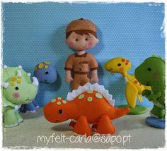 colgante-pared: niño con dinosaurios