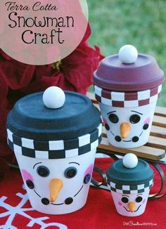 Snow or no snow, bring a little Winter cheer to your home this Christmas with an adorable DIY Snowman Family! Christmas Decor and Snowman Craft Snowman Crafts, Christmas Projects, Holiday Crafts, Holiday Fun, Holiday Decor, Snowman Wreath, Snowman Pics, Sock Snowman, Clay Pot Projects