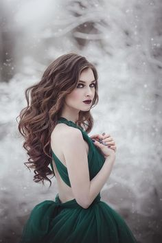 Beautiful Long-haired Girl In A Magnificent Emerald Fairy Dress Walks In The Winter Forest. The Wind Develops Hair And Stock Image – Image of blizzard, caucasian: 141195475 – winter girl Zeichnung Marilyn Monroe, Long Curly Hair, Curly Hair Styles, Best Portraits, Fairy Dress, Single Pic, Forest Girl, Winter, Fantasy Story