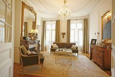Large Classic Luxury Marais Pied-a-Terre 3 bed/2 bath - sleeps 6. LESDIGUIERES RESIDENCE With a striking salon and dining room in the Directoire style, two...