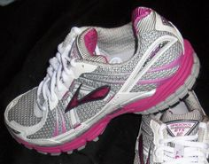 Great website for running shoe reviews--tried a recommended pair for flat feet and love them!