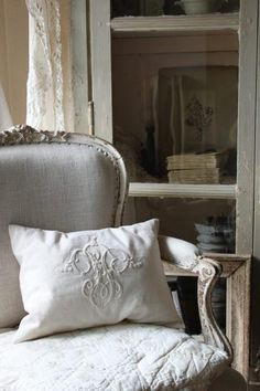 .White in any shade is an extremely relaxing color. Layer the different shades to create texture in a room #whitedecor #relaxed decor