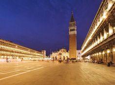 #Italie #Venise En plein cœur de Venise, la place Saint-Marc connue de tous a été le centre politique de la République vénitienne pendant environ mille ans. Bordée de magnifiques monuments, la place s'offre à nous de façon harmonieuse malgré des styles architecturaux très différents. De la basilique Saint-Marc au palais des Doges en passant par le Campanile et la tour de l'horloge, la place Saint-Marc est un lieu incontournable. http://vp.etr.im/a0d4