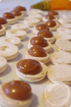Ganache Caramel, Macarons, Biscuits, Cheesecake, Food And Drink, Cupcakes, Sweets, Recipes, Cat