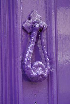 Purple Door Knocker and Door - Gorgeous! Purple Lilac, Shades Of Purple, Deep Purple, Magenta, Mauve, Purple Door, Knobs And Knockers, All Things Purple, Purple Stuff