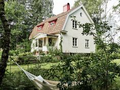 Swedish cottage style is warm and inviting, reminiscent of French land and shabby chic design. Swedish Cottage, Swedish House, Cottage Style, This Old House, My House, Unusual Homes, Old Farm Houses, Scandinavian Home, Home Photo
