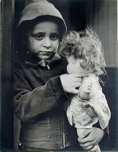 Lisette Model - inspiration - oh how dolls bring comfort and security to little girls
