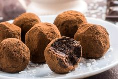 Vegan, gluten-free chocolate truffles made with just two ingredients and easy methods! So simple, creamy, tasty and sinfully rich. Chocolate Muffins, Gluten Free Chocolate, Chocolate Truffles, Melting Chocolate, Chocolates, Cocoa, Banana Madura, Italian Hot, Rum Recipes