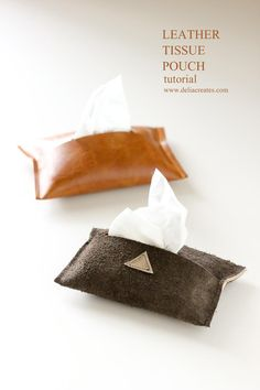 Delia from Delia Creates shows how you can make this simple leather (or faux leather) tissue pouch. It'll hold a travel pack of tissues, and look quite stylish doing it. The edges of the le… Diy Leather Goods, Leather Diy Crafts, Leather Gifts, Leather Projects, Leather Pouch, Diy Ombre, Upcycled Crafts, Pouch Tutorial, Tutorial Sewing