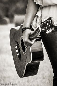 mädchen mit gitarre