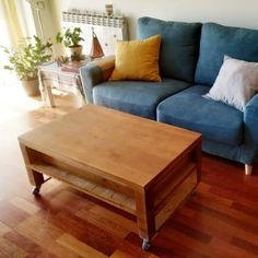 Ideas de suelos de palets en los que inspirarte para tu terraza o jardín – I Love Palets Wooden Pallet Projects, Wooden Pallets, Pallet Patio, Diy Patio, Pallet Interior Ideas, Pallet Floors, Sofa, Couch, Palette