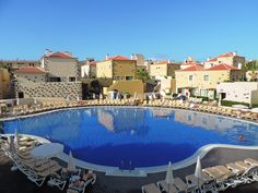 Piscina a primera hora del día. Main pool at first time in the morning. First Time, Maine, Hotels, Outdoor Decor, Pools