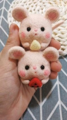 Needle Felted Animals, Felt Animals, Crochet Doll Tutorial, Felt Keychain, Felted Wool Crafts, Needle Felting Tutorials, Kawaii, Diy Clay, Felt Toys