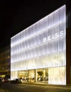 46 ideas exterior signage architecture building for 2019 Glass Building, Building Facade, Building Exterior, Brand Building, Facade Lighting, Exterior Lighting, Facade Design, Exterior Design, Fritted Glass