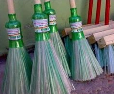 How to make a broom from plastic bottles. How to make a broom from plastic bottles. Plastic Bottle Art, Reuse Plastic Bottles, A Broom, Homemade Business, Diy Home Decor Projects, Unique Recipes, Project Yourself, Diy Hacks, Bulb