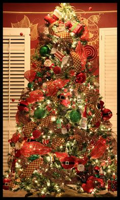 I put up my Tree on November 1 st . This is all my little cousin, Tiffany's fault. She started this tree. All Things Christmas, Christmas Holidays, Xmas, Beautiful Christmas Trees, Christmas Table Decorations, Wonderful Time, Holiday Crafts, Holiday Decorating, Decorating Ideas