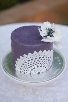 lace mini cakes | Pretty mini cake with lace design