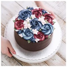 Chocolate cake decoration birthday buttercream icing Ideas for 2019 Pretty Cakes, Beautiful Cakes, Amazing Cakes, Cake Decorating Tips, Cookie Decorating, Decoration Patisserie, Floral Cake, Buttercream Cake, Buttercream Flowers