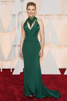 2015 Oscars Red Carpet - Scarlett Johansson in atelier Versace. Scarlett being Scarlett. This dress makes her look as sexy as ever. She is beautiful and is a very own decision. The only thing we missed was his golden wavy hair. Scarlett Johansson, Oscar Dresses, Prom Dresses, 2015 Dresses, Fashion Dresses, Robes D'oscar, Vestidos Oscar, Beautiful Dresses, Nice Dresses