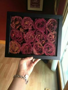 30 Unique Ways To Reuse Dried Flowers, Diy Abschnitt, Rose Petals Craft, Dried Rose Petals, Flower Shadow Box, Diy Shadow Box, Flower Crafts, Diy Flowers, Wedding Flowers, Cadre Diy, Drying Roses