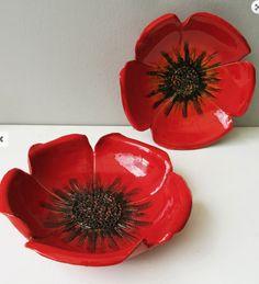 Risultati immagini per ceramic poppy bowl tutorial Ceramic Poppies, Ceramic Flowers, Clay Flowers, Poppy Flowers, Ceramic Clay, Ceramic Plates, Ceramic Pottery, Decorative Plates, Flower Bowl