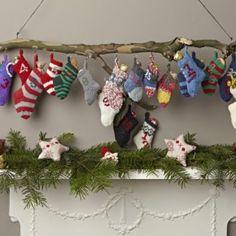 Adventskalender met gebreide sokken.