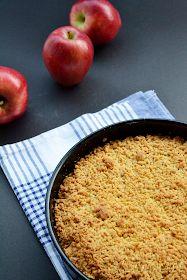Sabor: Μηλόπιτα / Apple crumble pie Apple Crumble Pie, Cornbread, Oatmeal, Recipies, Food And Drink, Breakfast, Ethnic Recipes, Tarts, Millet Bread