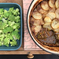 This is a cross between a Cottage Pie and Hot Pot and so yummy. A crowd pleaser in our house as it's quite old school… Cottage Pie, Liquid Diet, Hot Pot, Mashed Potatoes, Cauliflower, Beef, Baking, Vegetables, Ethnic Recipes