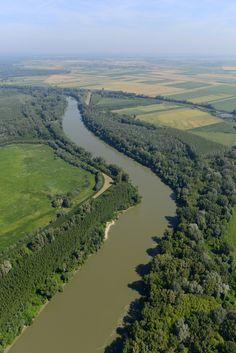 Tisza (Szeretlek Magyarország - magyar folyók képei a magasból) The Hundreds, Eastern Europe, Homeland, Budapest, Heaven, Italy, Clouds, Earth, Sky