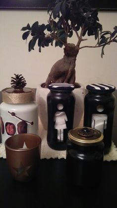 Black and gold mason jar