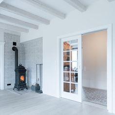 Nasze drzwi loftowe ze szprosami🌿🔨⚒🛠 Zrobimy też Tobie  #loft #fromPodlasiewith❤️ #kerno #białystok #drzwi #doors #woodendoors #design #architecture #architecturelovers #love #nature #drewno #woodworking #home #homedecor #homedesign #homesweethome #interiordesign #colour #beauty #drzwibialystok #drzwiindustrialne #poland #polska #warszawa #design #polishdesign #architektura #carpentry #drzwiloftowe Home Appliances, Wood, Instagram, Home Decor, House Appliances, Decoration Home, Woodwind Instrument, Room Decor, Timber Wood