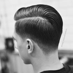 WEBSTA @flatmax Repost: @vlad_zamudryakov ✂️ Shop: Chop-Chop Location: Sochi/Russia •------------------• Express Post: Fresh, current and clean-cut • It's a modern classic with a flawless transition, clean lines a well groomed, tailored finish with a sophisticated, polished elegance. I love the classic beauty of the taper with its traditional appeal. With the black