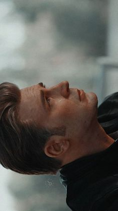 I cannot see him crying. It's really paintful 😧😧 - Captain america Capitan America Chris Evans, Chris Evans Captain America, Marvel Captain America, Marvel Heroes, Marvel Avengers, Avengers 2012, Marvel Actors, Captain America Wallpaper, Marvel Wallpaper