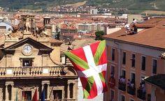 El despliegue de una ikurriña obliga a retrasar el chupinazo Big Ben, Portugal, Building, Travel, Military Deployment, Europe, Basque, Viajes, Buildings