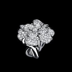 Camélia Ring in 18K white gold and diamonds. - Packshot - CHANEL