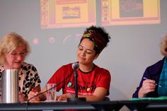 """Autora de """"Quando me descobri negra"""", jornalista Bianca Santana fala sobre o processo de descoberta de sua identidade negra e sobre o racismo cotidiano"""