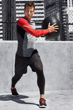 Long-sleeved men's sports top in functional fabric with breathable mesh. | H&M Sport
